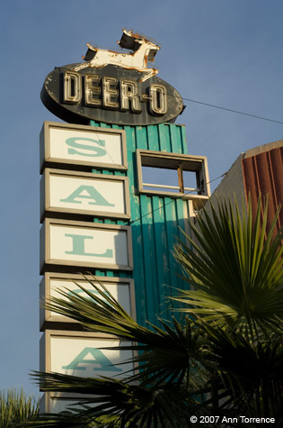 Deer-O Motel sign neon Phoenix Arizona defunct