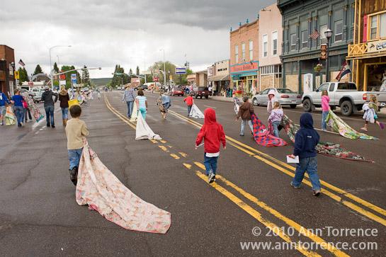 Panguitch Quilt Walk race Mormon LDS street festival Utah